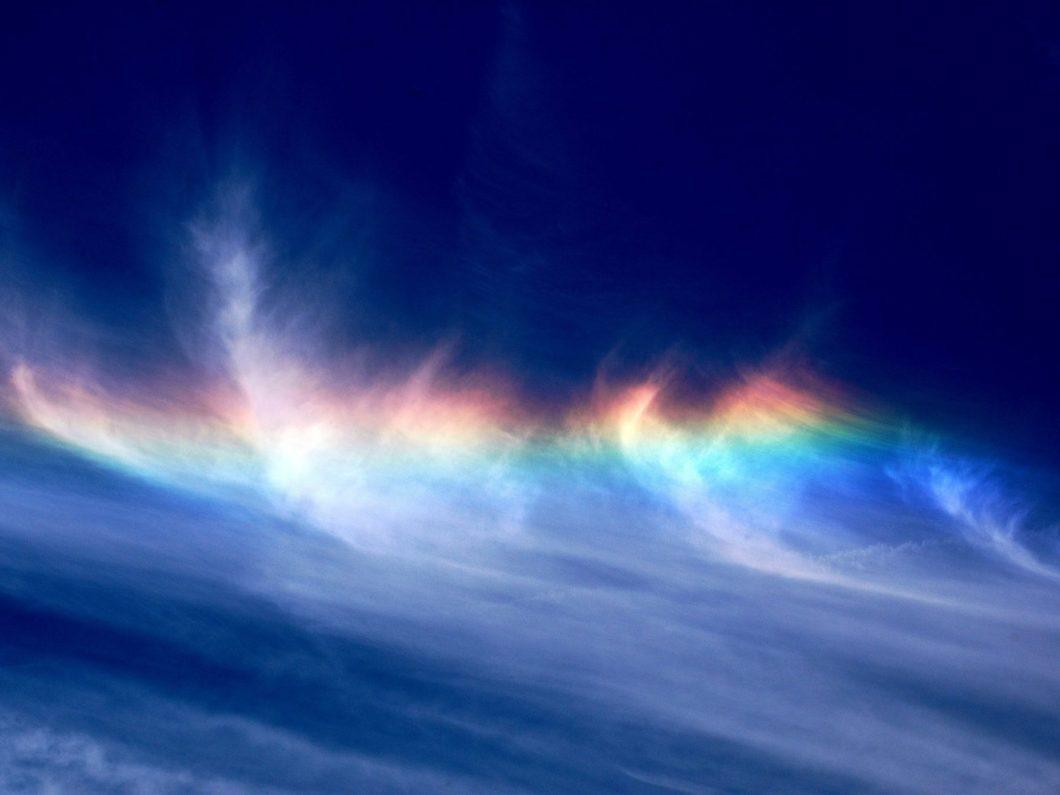 彩雲は、地震の前兆現象?