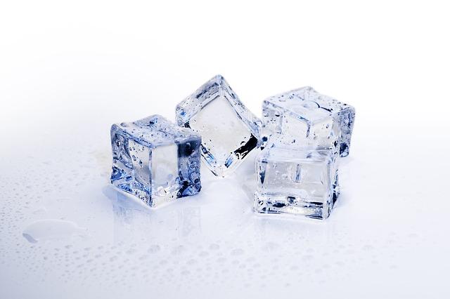 ice-cubes-3506782_640