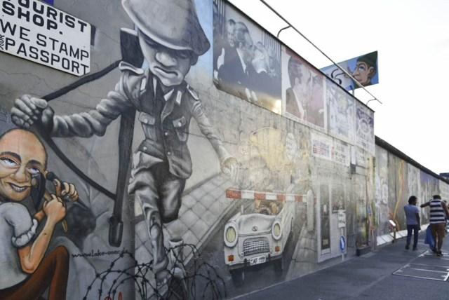 ドイツ、ベルリンの壁、外国人専用の「チェックポイント・チャーリー」