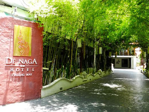ホテル : De Naga Hotel