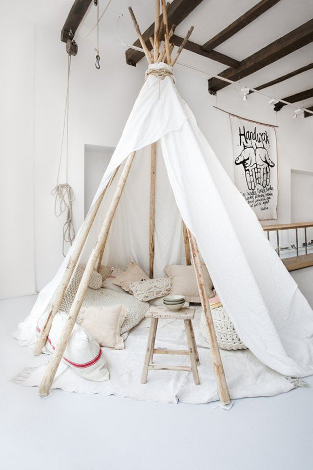9indoor-tee-pee-with-pillows-630x945
