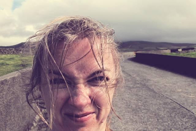Ich im Wind | Waldspaziergang.org
