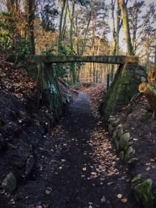 Brücke über Hohlweg
