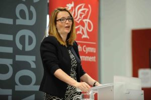 Education Minister announces Christmas travel plans for students