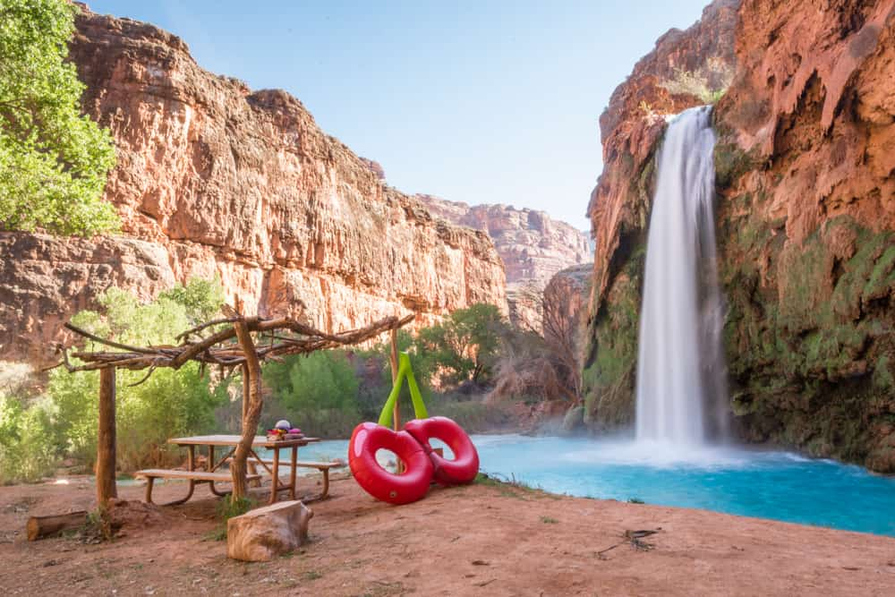 hiking in arizona around havasu falls