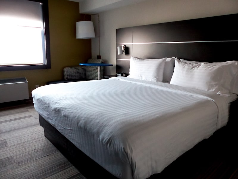 waterfront Holiday inn express windsor ontario