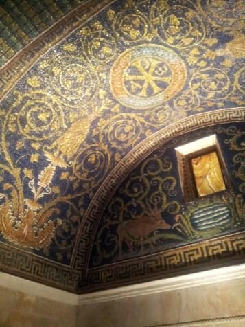Interno del meraviglioso Mausoleo di Galla Placidia, Ravenna