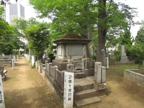 Unique shape of grave