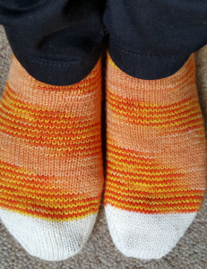 candy_corn_socks3