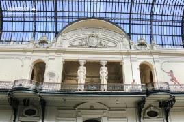Las Cariátides, pilastras de figura femenina que simulan sostener la parte superior del Hall en el segundo piso del MNBA, fueron encargadas al artista español Antonio Coll y Pi quien se inspiró en las existentes de la Acrópolis de Atenas.