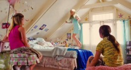 http://teenagebedroomsonscreen.com/post/112443396669/aquamarine-elizabeth-allen-rosenbaum-2006