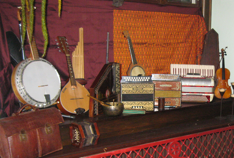 glo's instruments