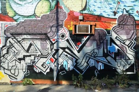 graffiti in alley between St-Laurent and Clark © Aline M