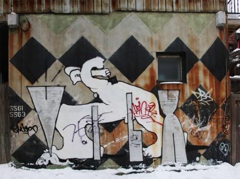 Vilx in alley between Esplanade and Waverly