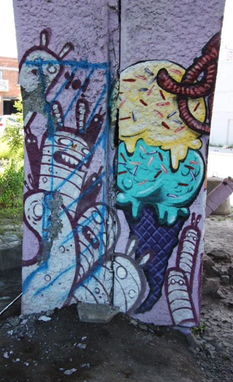 La Paria aka Paria Crew 'mural' on a pillar of the Van Horne Rosemont overpass