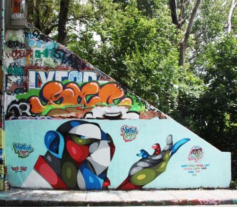 Alber piece (bottom) at the legal graffiti wall on de Rouen