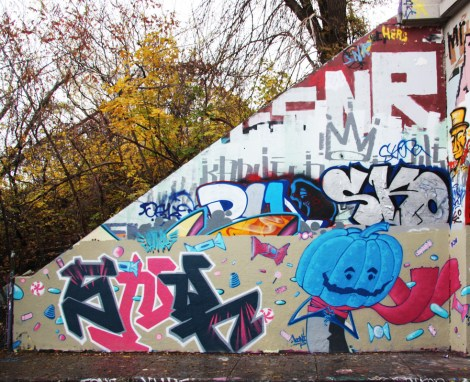 Saner (left) and Koni (right) at the Halloween jam at the Rouen legal graffiti tunnel
