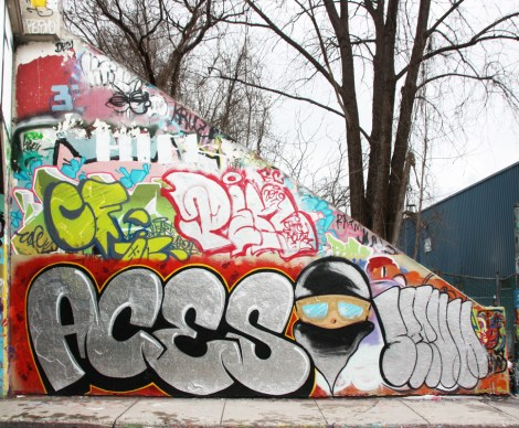 Aces (bottom left), Serum (bottom right) plus throws by many others including Penar at the Rouen legal graffiti tunnel