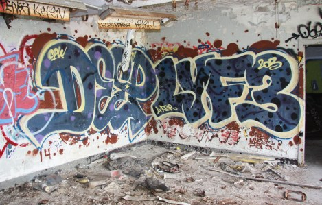 Deep (left) and Lyfer (right) in abandoned building