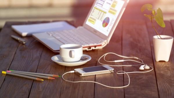 Скачать обои кофе, карандаши, рабочий стол, ноутбук ...