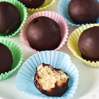 Raw Simnel Marzipan Chocolates | WallflowerGirl.co.uk #raw #vegan #paleo
