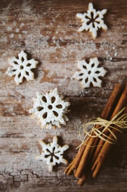 Spelt Cinnamon Snowflake Cookies #vegan & #wheatfree