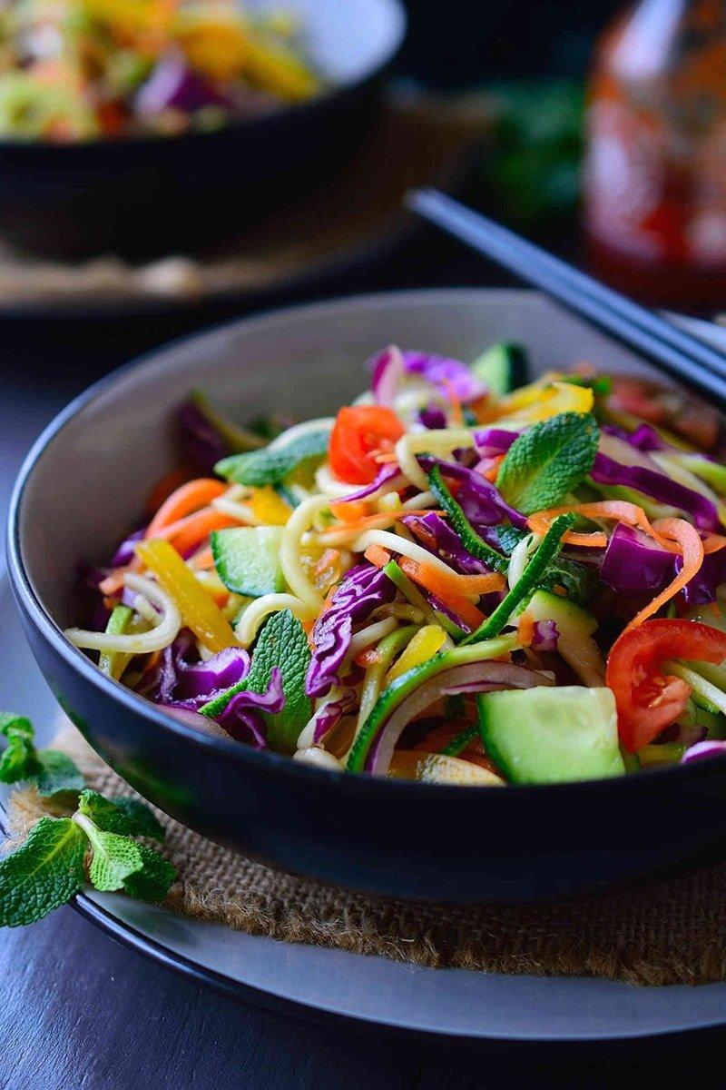 Raw Noodle Salad via thestingyvegan.com