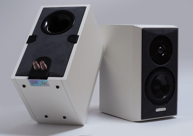 ArteLuthe's La Piccola: A Monitor Speaker that Refuses to Act like One