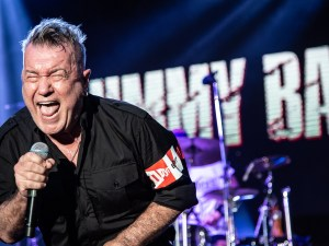 Jimmy Barnes screaming