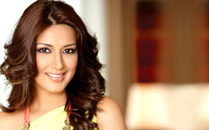 Sonali Bendre Wallpapers - Top Free Sonali Bendre Backgrounds -  WallpaperAccess