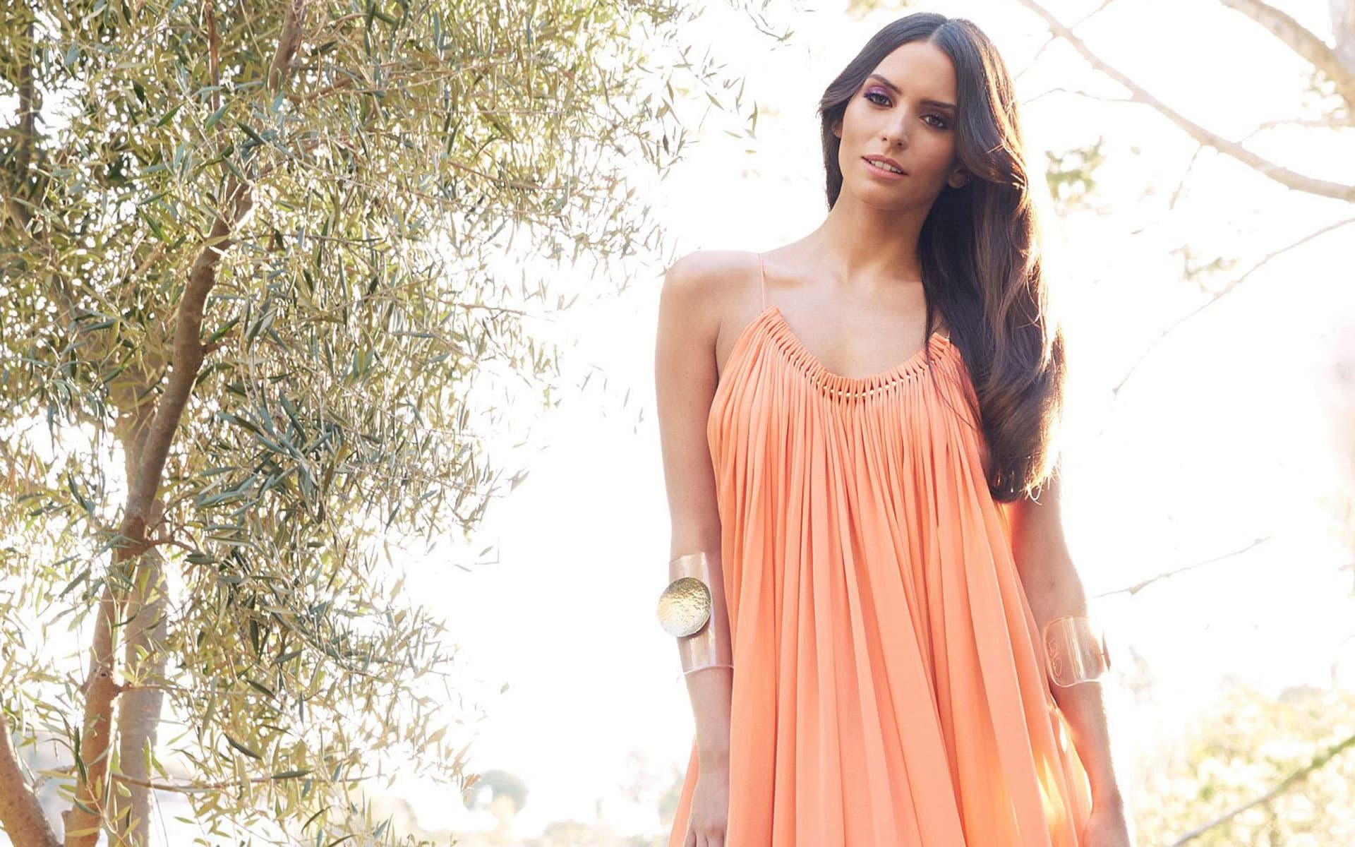 Genesis Rodriguez Wallpapers Hd Images And Pictures High