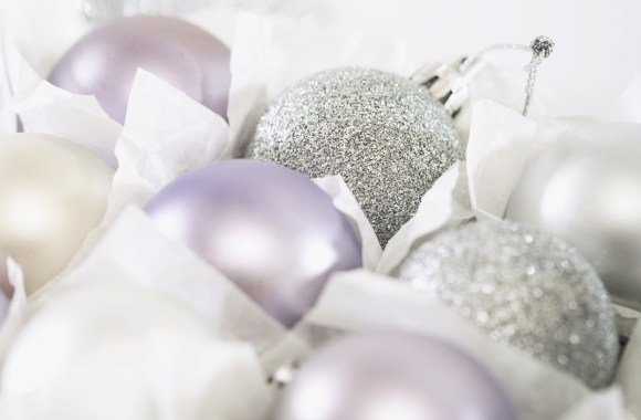 Awesome White Christmas Balls Accerories HD Wallpaper And Photo