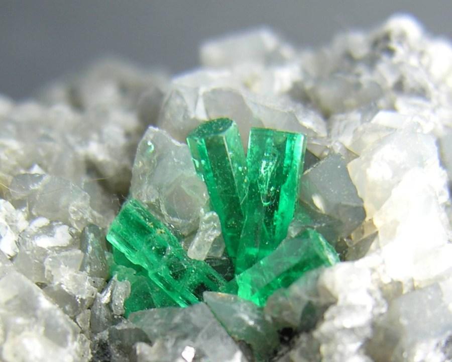 emerald-crystals-wallpaper