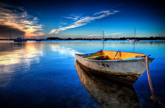 Old Boat Floating HD Wallpaper