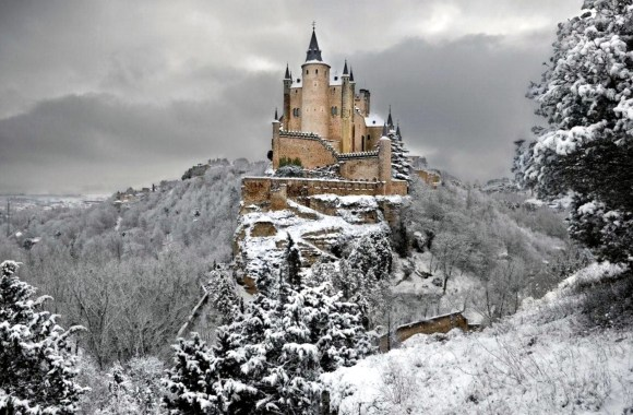 Alcazar Castle of Segovia in Winter HD Wallpaper
