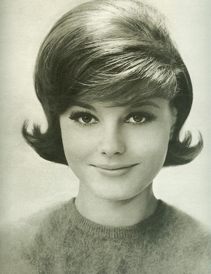 New Classic Early 60 S Hairstyle From Seventeen August 1962 Ideas With Pictures