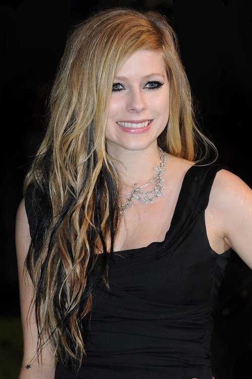 New Avril Lavigne S Hairstyles Hair Colors Steal Her Style Ideas With Pictures