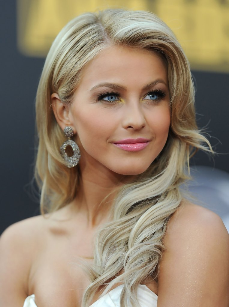 New More Pics Of Julianne Hough Retro Hairstyle 6 Of 11 Ideas With Pictures