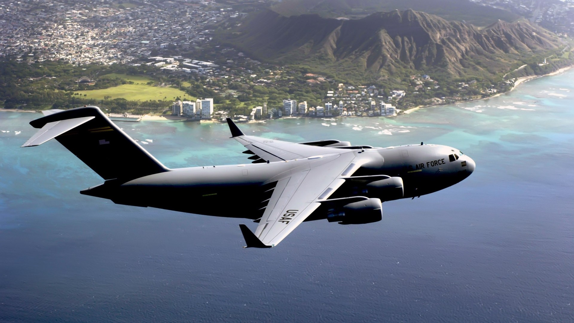 The plane can carry large combat equipment, troops and humanitarian. military Aircraft, Airplane, Jets, Boeing C 17 Globemaster