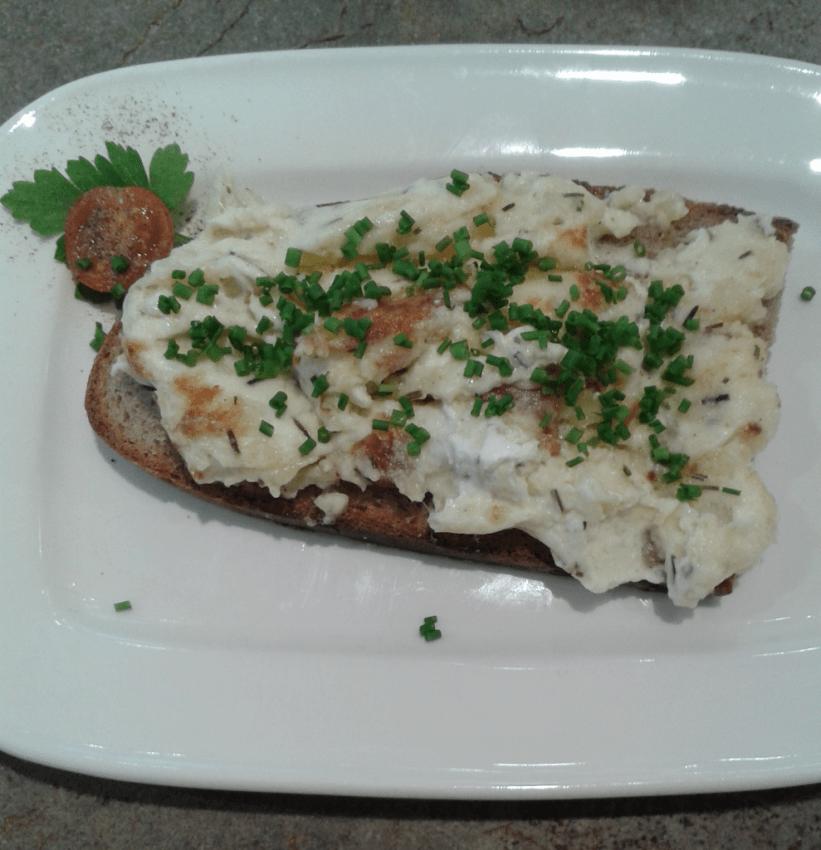 aran Arano mit Kartoffel-Rosmarin-Aufstrich