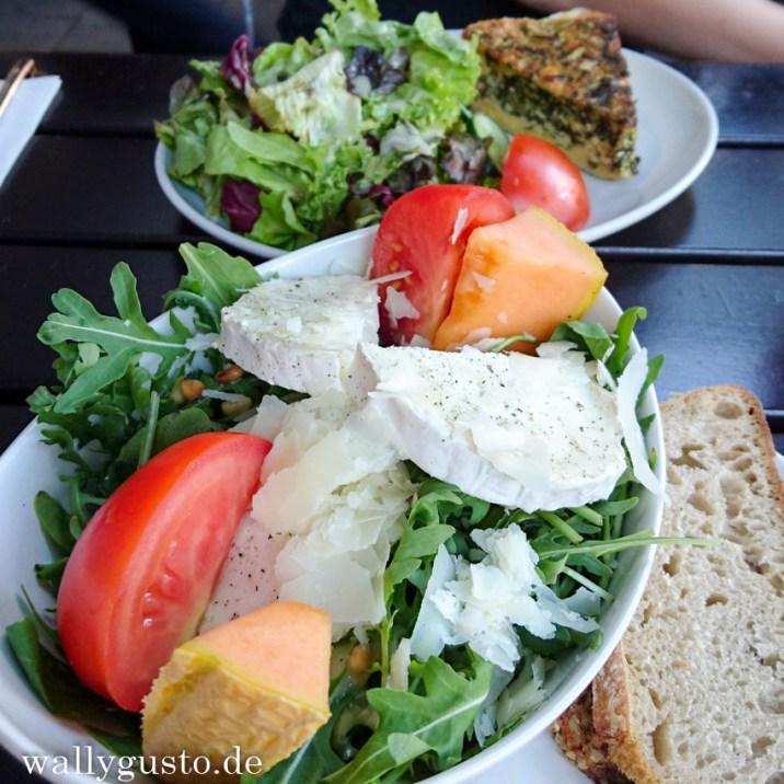 Salat mit Rucola und Ziege