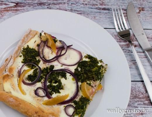 Pizza Bianca mit Grünkohl und Salzzitrone | Ein vegetarisches Rezept auf www.wallygusto.de