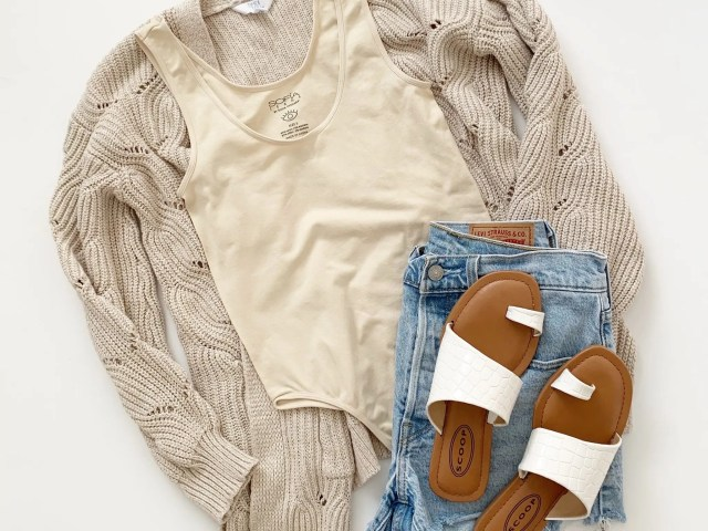 Sofia Vergara Scoop Neck Bodysuit, Levi's 501 Shorts and Scoop Sandals