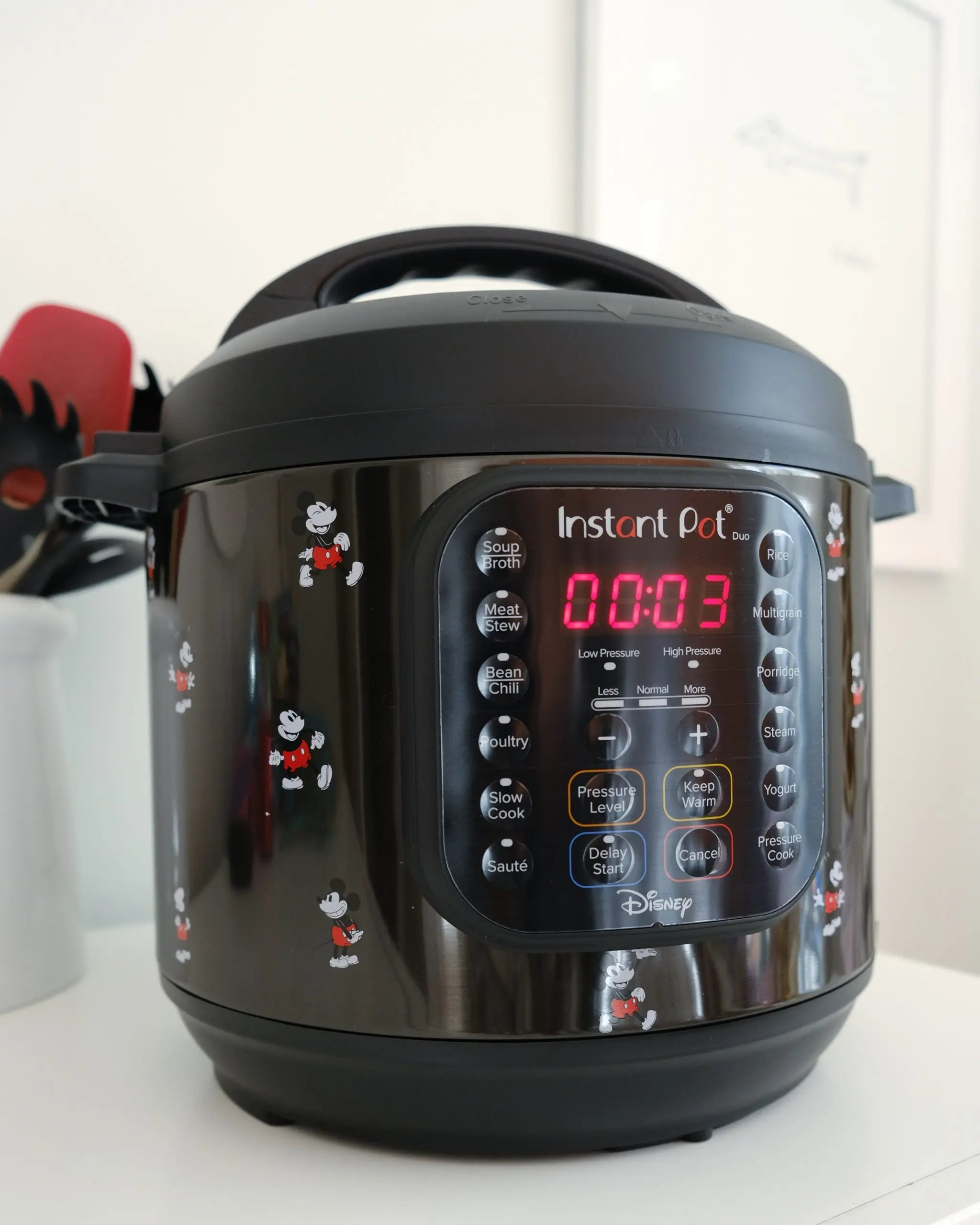 Instant Pot Duo 6-Quart Mickey Mouse Classic 7-in-1 Multi-Use Programmable Pressure Cooker