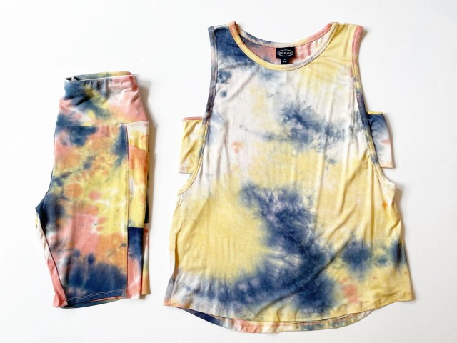 Scoop Sleeveless Tie Dye Tank Top and Bike Shorts with Pockets