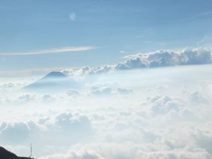 awan gunung merbabu
