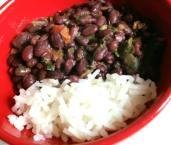 Porotos negros con arroz blanco