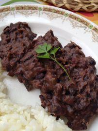 Porotos negros guisados arroz blanco