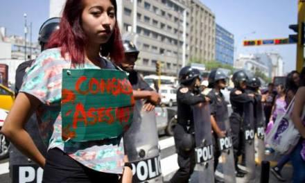 #Perú: nuevo código penal propone castigar a mujeres que abortan con 3 años de cárcel o 54 jornadas de trabajo comunitario