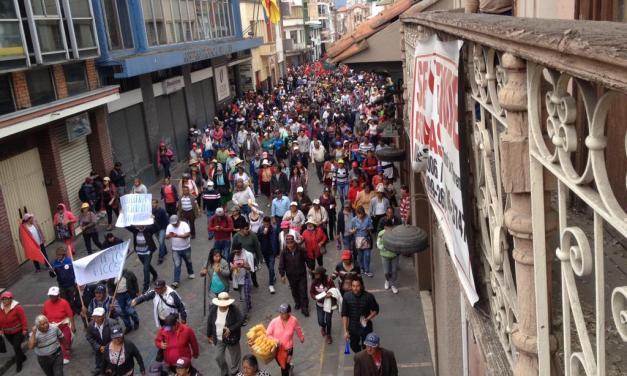 Gran marcha recorre el centro de Cuenca